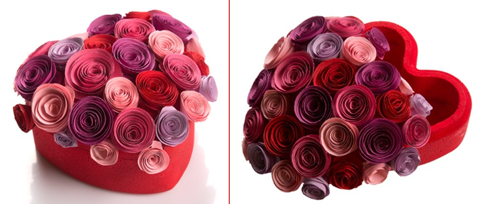 Çiçekli Kalpli Hediye Kutusu