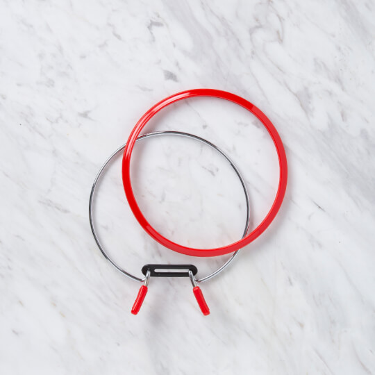 Nurge 126 mm Kırmızı Orta Metal Nakış Kasnak